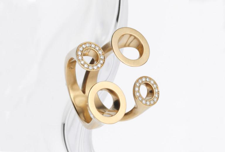 Ring <em>Diamond Circles</em>. Gelbgold 750, Brillanten 0,24 kt. Preis auf Anfrage.