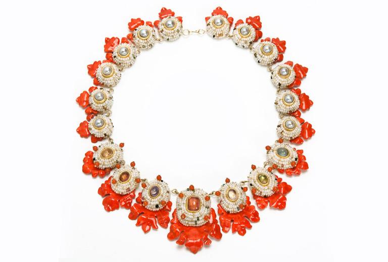 Necklace <em>Akanto</em>, 2013. 750 gold, tourmaline, pearls, corals, papier mâché, 916 gold leaf.